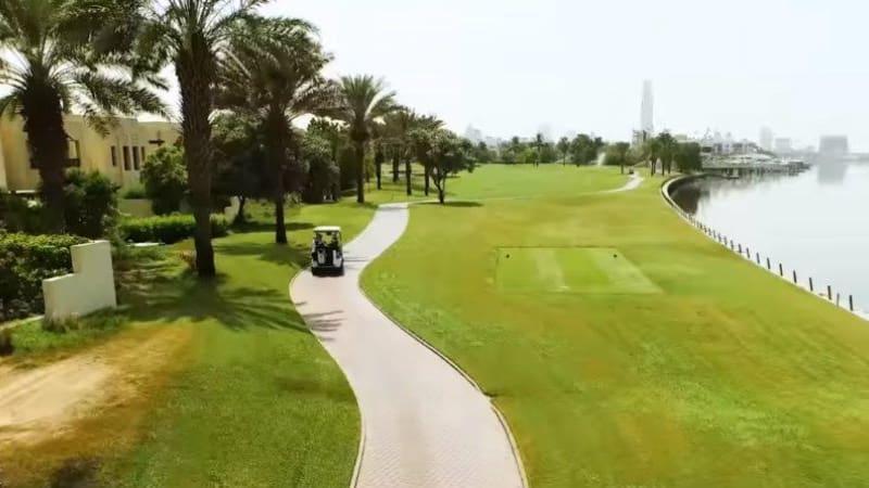 In Dubai ist Sonnenschutz bei einer Runde auf dem Golfplatz Pflicht. (Foto: Screenshot)