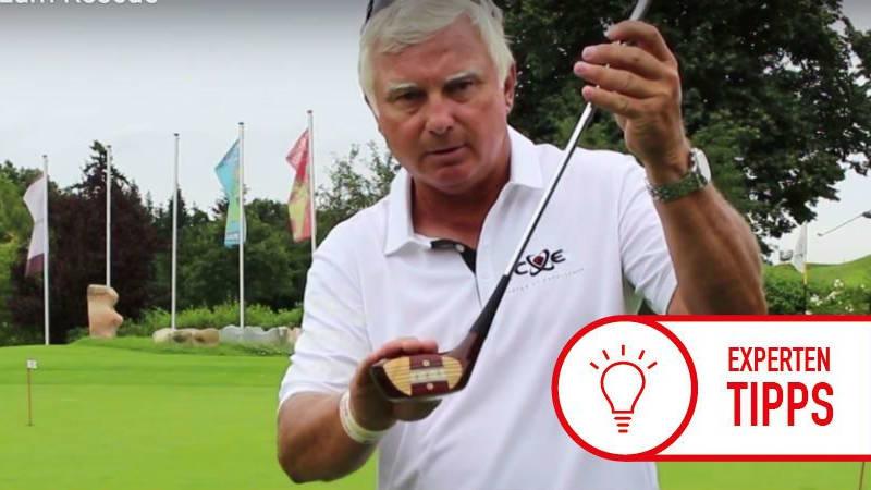 Frank Adamowicz erläutert die Veränderung der Golfschläger im Laufe der Zeit. (Foto: Screenshot Youtube)
