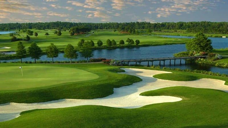 Wasser ohne Ende, üppiger Baumbestand und makellose Platzbedingungen. Das ist Golf in Orlando. (Foto: golforlandoflorida.com)