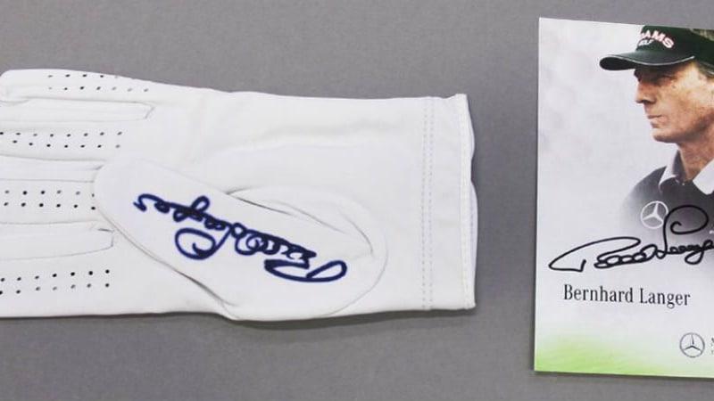 United Charity versteigert diesen signierten Golfhandschuh von Bernhard Langer. (Foto: United Charity)