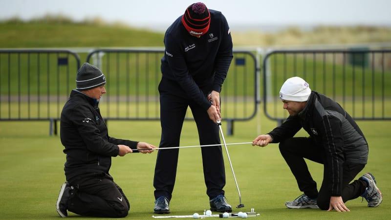 Das Golftraining macht auch auf dem Grün zu zweit oder dritt mehr Spaß. (Foto: Getty)