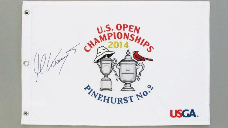 Dieses von Martin Kaymer handsigniertes Stück Turniergeschichte kann ersteigert werden. (Foto: unitedcharity)