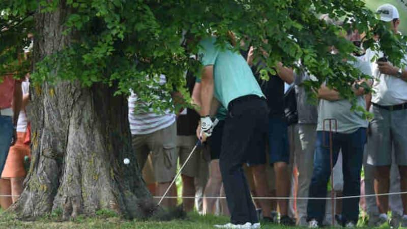 Wie genau war das nochmal mit dem droppen? Silas Wagner erklärt schwierige Golfregeln. (Foto: Getty)