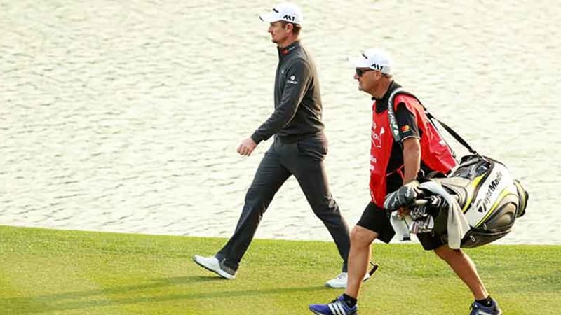 Justin Rose mit seinem Caddie bei der WGC - HSBC Champions in CHina. (Foto: Getty)