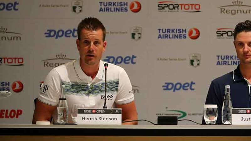 Henrik Stenson (links) und Justin Rose auf der Pressekonferenz der Turkish Airlines Open. (Foto: Getty)