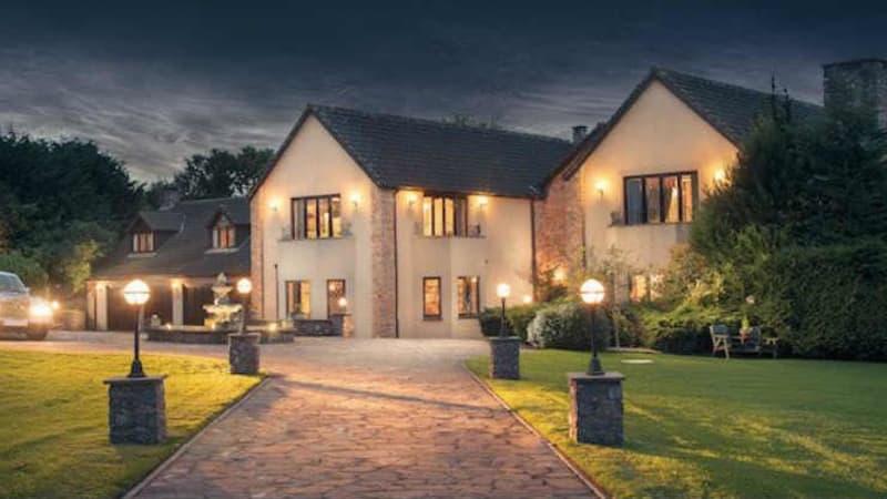 Millionär verlost Villa mit Golfplatz und Rolls-Royce. (Foto: Twitter/@MillionMansion)
