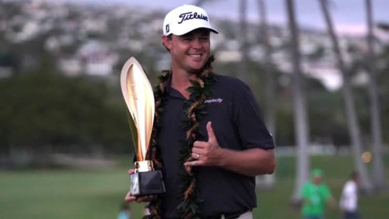 Ganz lässig: Patton Kizzire feiert seinen Sieg bei der Sony Open auf Hawaii. (Foto: twitter.com/PGATOUR)