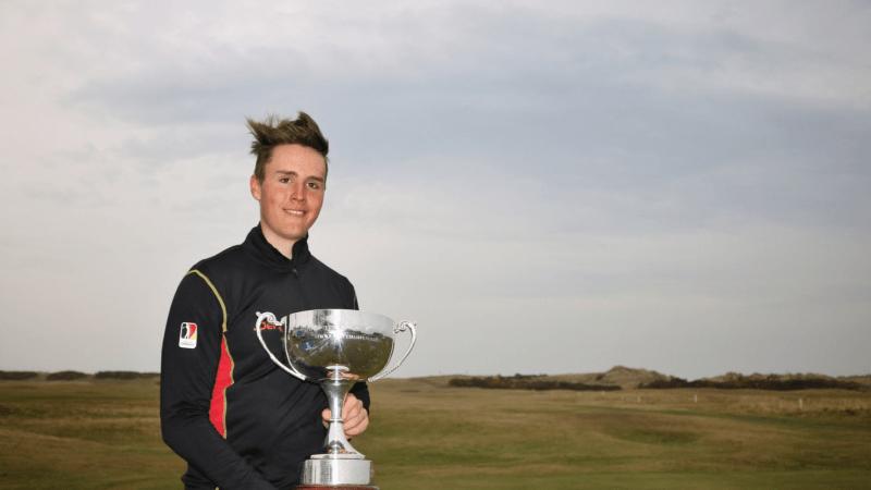 Ein glücklicher Patrick Schmücking nach dem Sieg bei der Scottish Boys' Open 2018. (Foto: Twitter/@ScottishGolf)