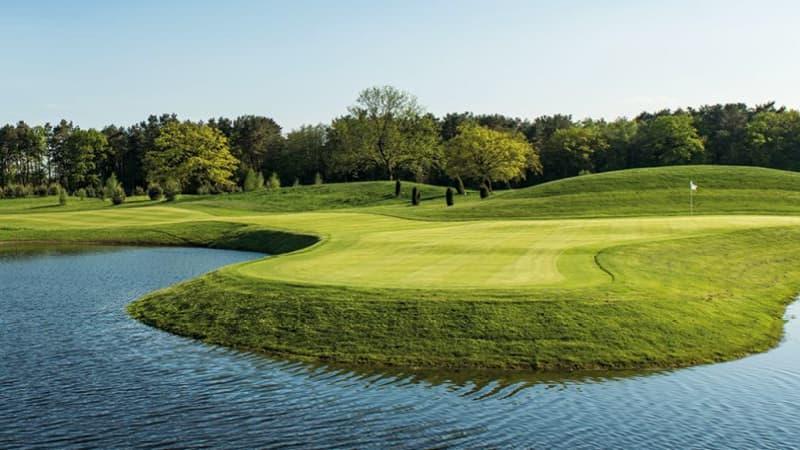 Der European Tour Schauplatz von Green Eagle bei Hamburg schmückt das Titelblatt des Golfkalenders 2019. (Foto: Stefan von Stengel)