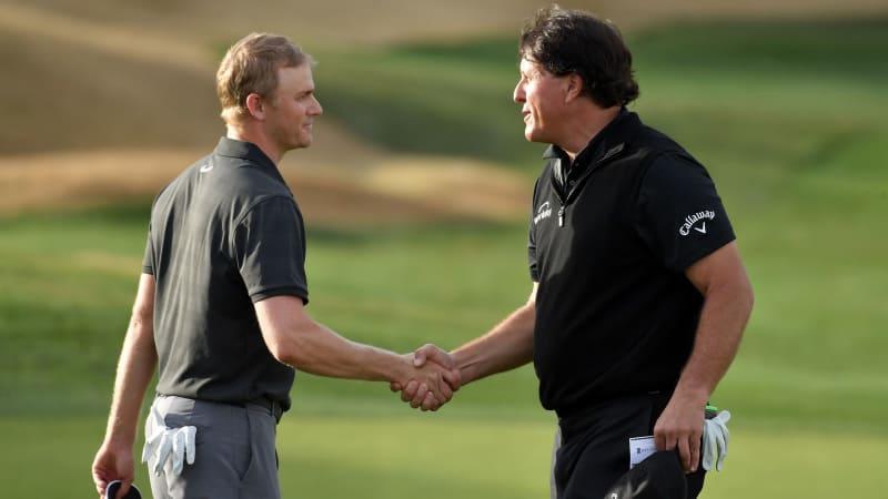 Adam Long (links) schnappt Phil Mickelson den Sieg vor der Nase weg. (Foto: Getty)