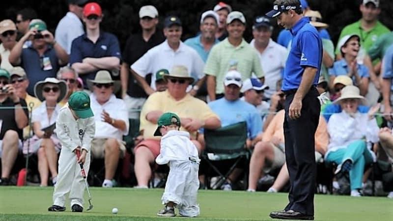 Generationswechsel im Golf. Der US-Amerikaner Mark Wilson spielt mit seinen Söhnen beim Masters in Augusta (2012). (Foto: Getty)