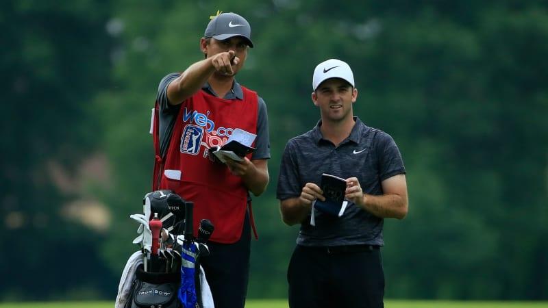 Denny McCarthy und sein Caddie in der Bredouille wegen der neuen Golfregeln. (Foto: Getty)
