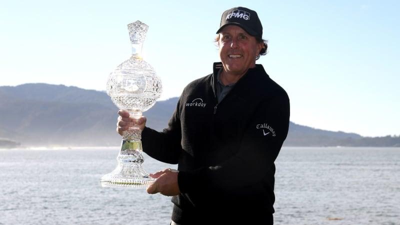 Phil Mickelson siegt nach einer starken Finalrunde beim AT&T Pebble Beach Pro-Am der PGA Tour. (Foto: Getty)