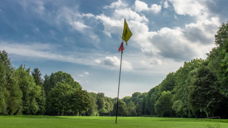 Der Frühling ist ausgebrochen und nach und nach öffnen die Golfclubs auch wieder die Sommergrüns. (Bildquelle: Münchner GC)