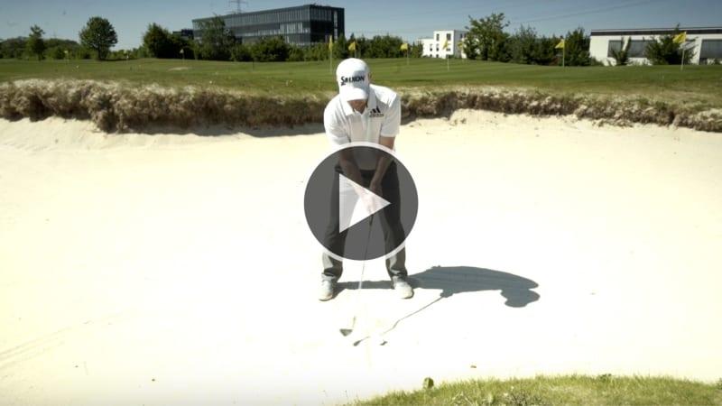 Fabian Bünker zeigt Ihnen, wie Sie den Bunkerschlag meistern. (Foto: YouTube/Golf Post)