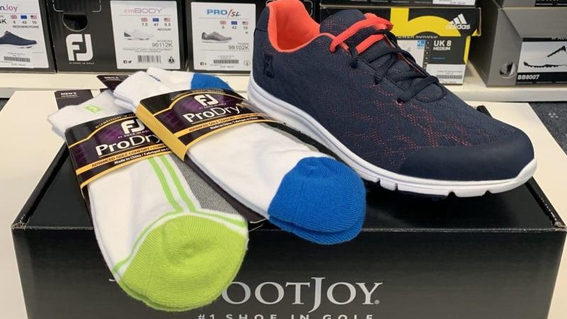 Sichern Sie sich zwei Paar Socken Gratis beim Kauf eines Paar Schuhe im Shop. (Bildquelle: Golfpark Schloss Wilkendorf)