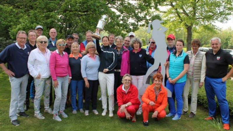 Beim Wettbewerb Damen gegen Herren im GC Schultenhof Peckeloh hatten die Damen am Ende die Nase vorn. (Bild; GC Schultenhof Peckeloh)