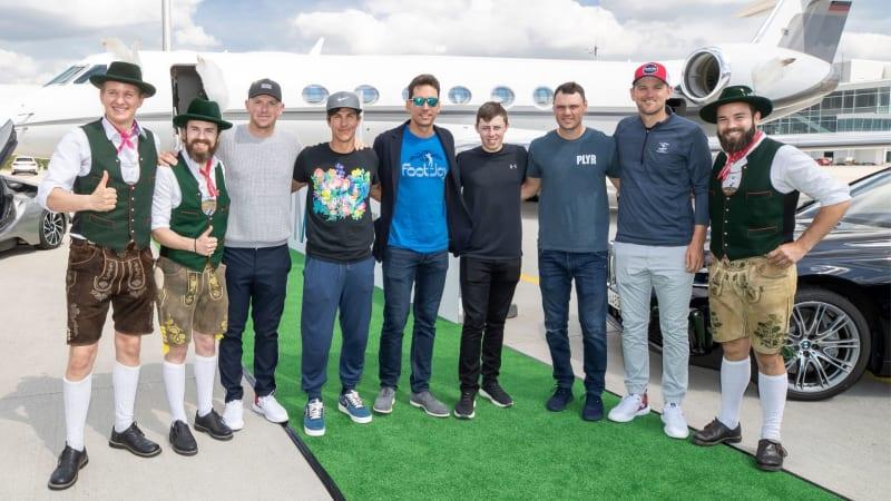 Matt Wallace, Thorbjörn Olesen, Rafa Cabrera-Bello, Matt Fitzpatrick, Martin Kaymer und Bernd Wiesberger werden am Flughafen in München standesgemäß in Empfang genommen. (Foto: BMW Sport)