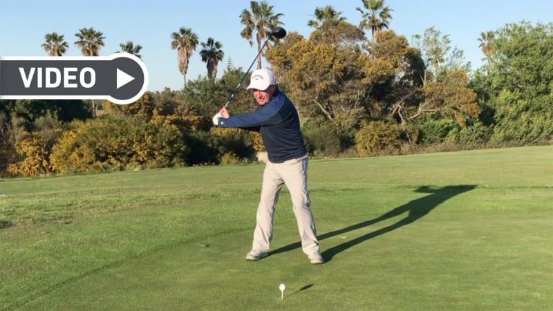 Paul Dyer erklärt, wie man beim Golftraining den richtigen Rhythmus findet. (Foto: Screenshot YouTube)