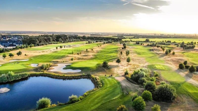 Coverstar des Golfkalenders 2020 und einer der innovativsten Golfanlagen in Deutschland: WEST GOLF (Foto: Golf Post)