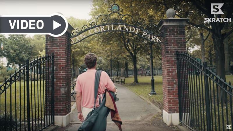 Erik Anders Lang begutachtet in seiner neuen Ausgabe einen Golfplatz in New York. (Screenshot/YouTube)