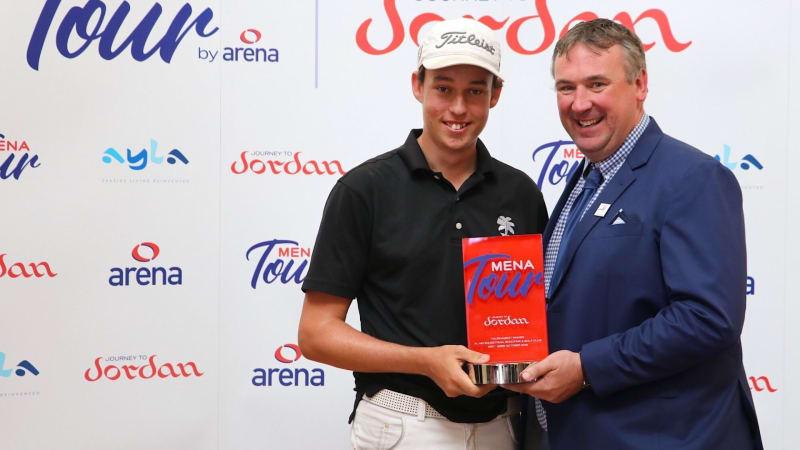 Mit unglaublichen 15 Jahren gewinnt Josh Hill die Al Ain Open auf der MENA Tour. (Foto: Twitter/@theMENATour)