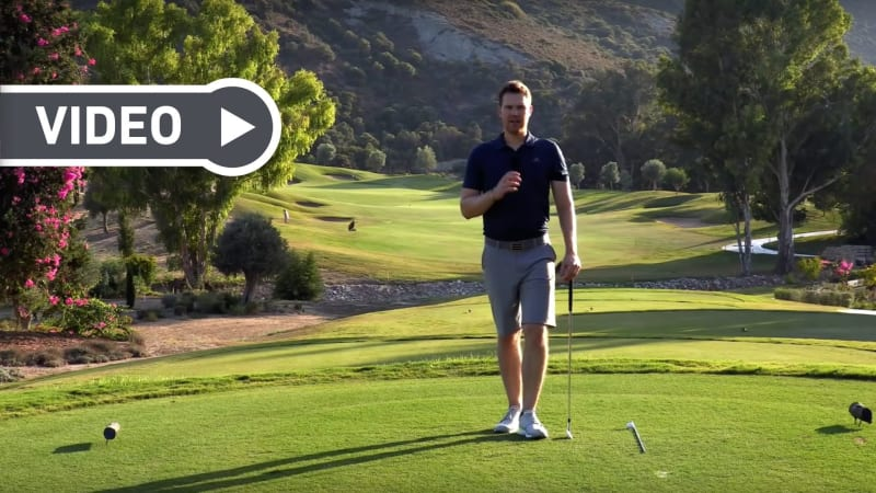 Lukas von Birdietrain zeigt, wie man die Richtung des Balles optimal überprüft. (Foto: Youtube/Birdietrain)
