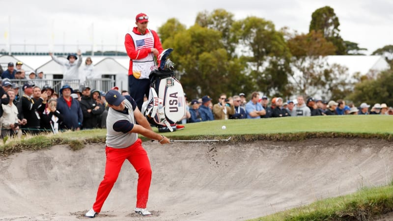 Kessler Karain (hinten im Bild) wurde von der PGA Tour suspendiert. (Bildquelle: Getty)
