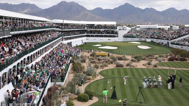 In das Stadion am 16. Loch des TPC Scottsdale passen rund 25.000 Zuschauer. (Foto: Getty)