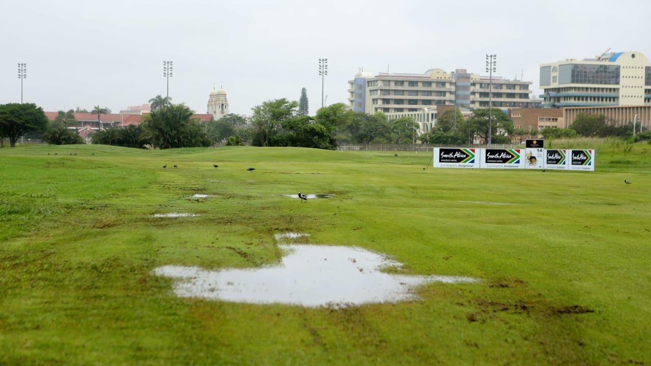 Golf Post - Fairways unter Wasser in Durban