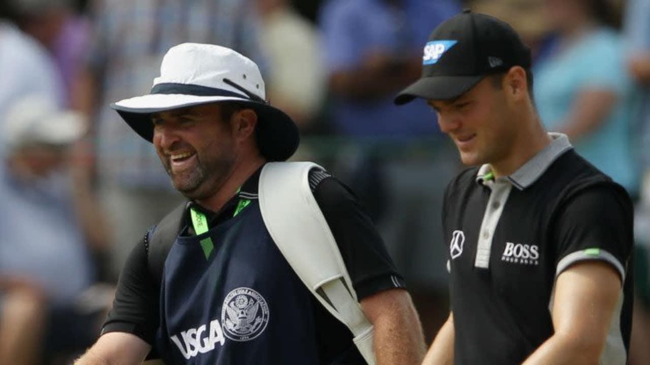 Zusammen mit seinem Caddy macht sich Martin Kaymer auf den Weg und will die beste Ausgangsposition für den Finaltag. (Foto: Getty)