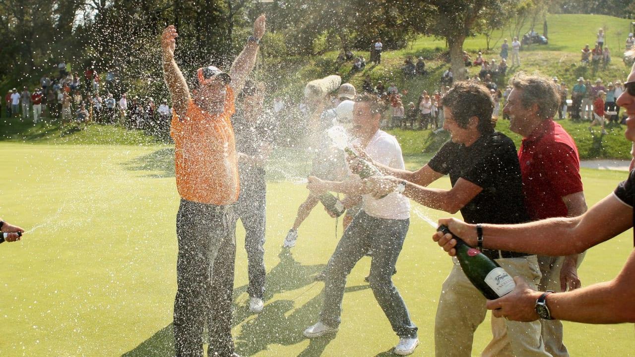 Wilson wird 100 und gibt einen aus. gewinnt ein Golfwochenende mit Turnierteilnahme, Galaabend und Übernachtung für zwei Personen.