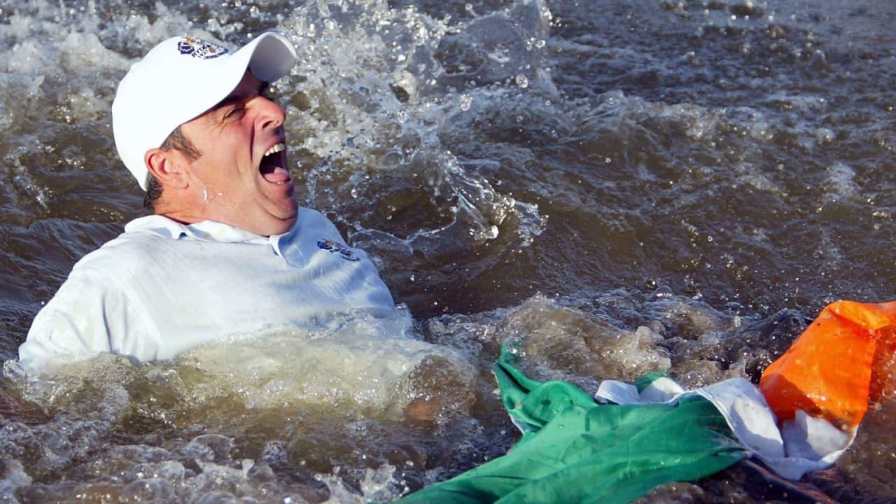 Der Rookie von 2002 ist Captain 2014 - Paul McGinley bei seinem legendären Bad. (Foto: Getty)