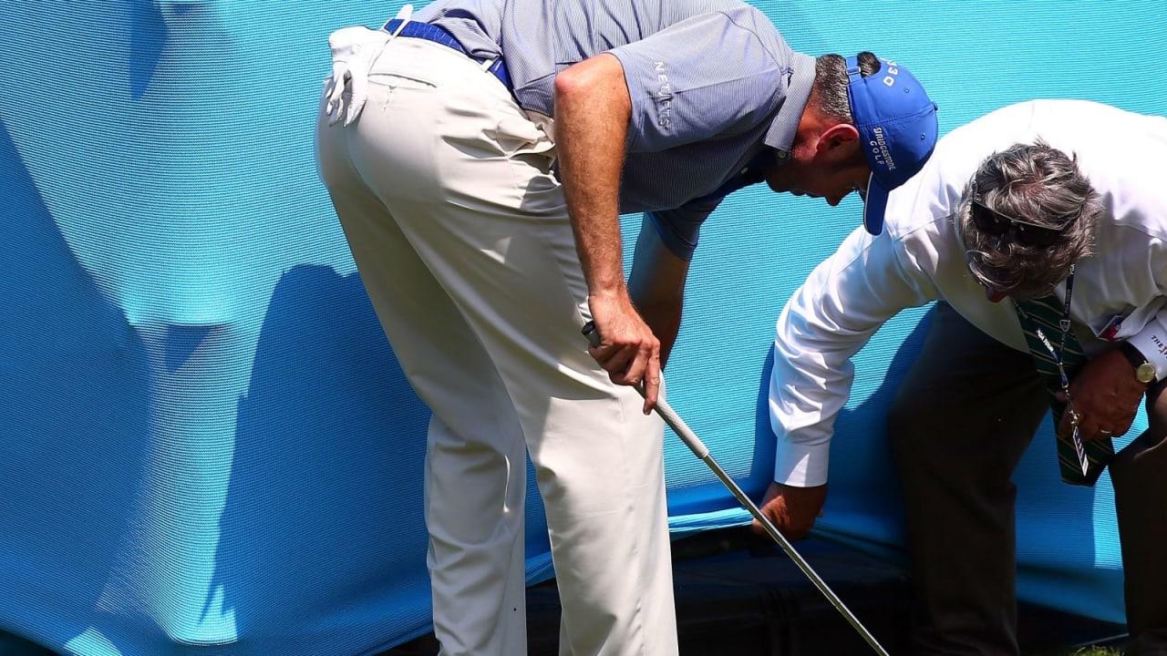 Außergewöhnliche Situation auf dem Platz - was tun? Selbst die Profis leisten sich hin und wieder einen Fauxpas! (Foto: Getty)