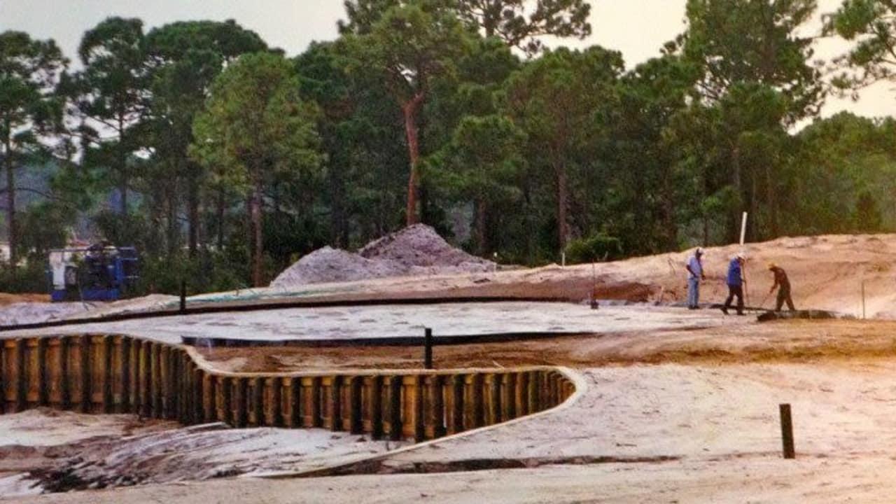 Bis aus einem geeigneten Fleckchen Erde ein Golfplatz geworden ist, ist viel Arbeit nötig. (Foto: Michael F. Basche)
