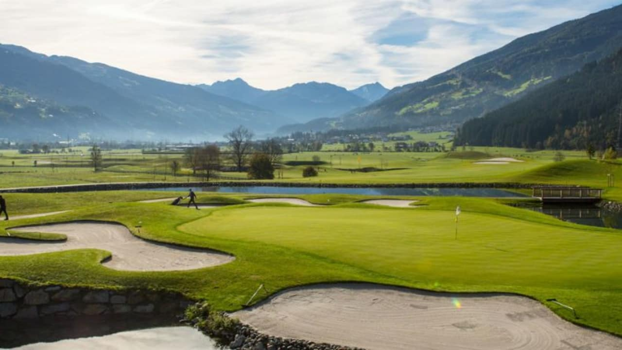 Golf im Zillertal zwischen Bergen den Bergen brauch sich nicht vor anderen Destinationen verstecken. (Foto: Golfclub Zillertal)