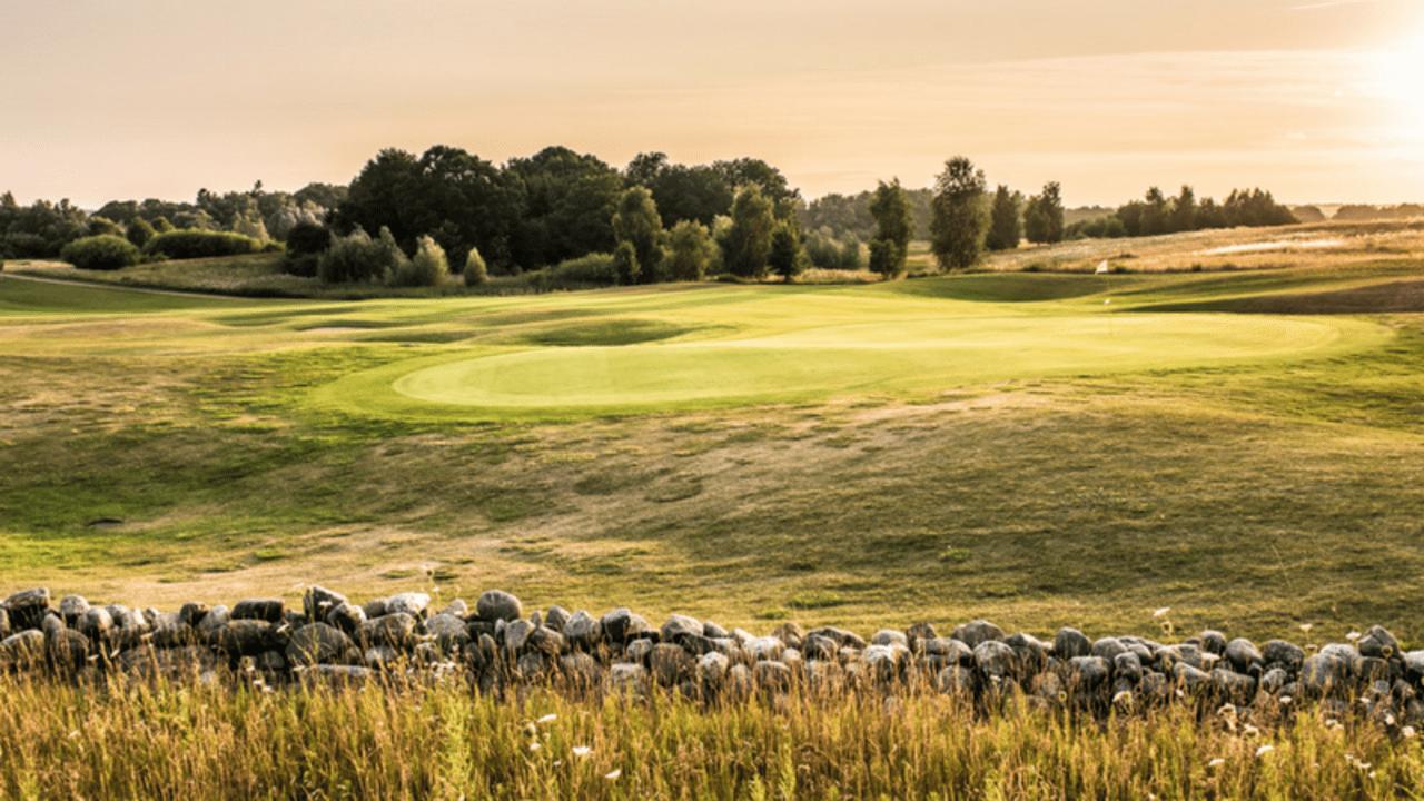 Golfen, Wellness und viele weitere attraktive Freizeitmöglichkeiten – Ein Urlaub hier lässt keine Wünsche offen. (Foto: Hotel- und Sportresort Fleesensee)