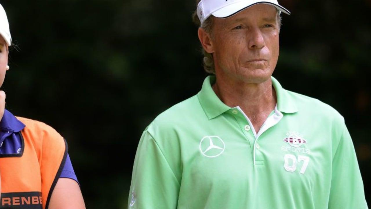 Nicht nur Vater und Sohn: Beim Event der PGA Tour spielten Majorsieger mit ihrem Nachwuchs. Bernhard Langer (rechts) nahm seine Tochter Christina mit auf die Runde. (Foto: Getty)
