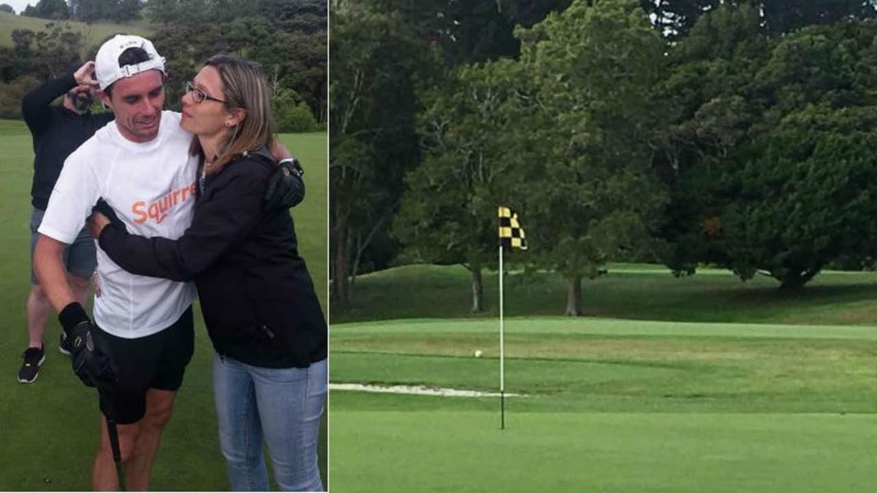 Der Neuseeländer Brad Luiten hat den Speedgolf Weltrekord der meisten gespielten Löcher in 12 Stunden gebrochen und ist sichtlich mitgenommen (links). (Foto: twitter.com/MediasetTgcom24)