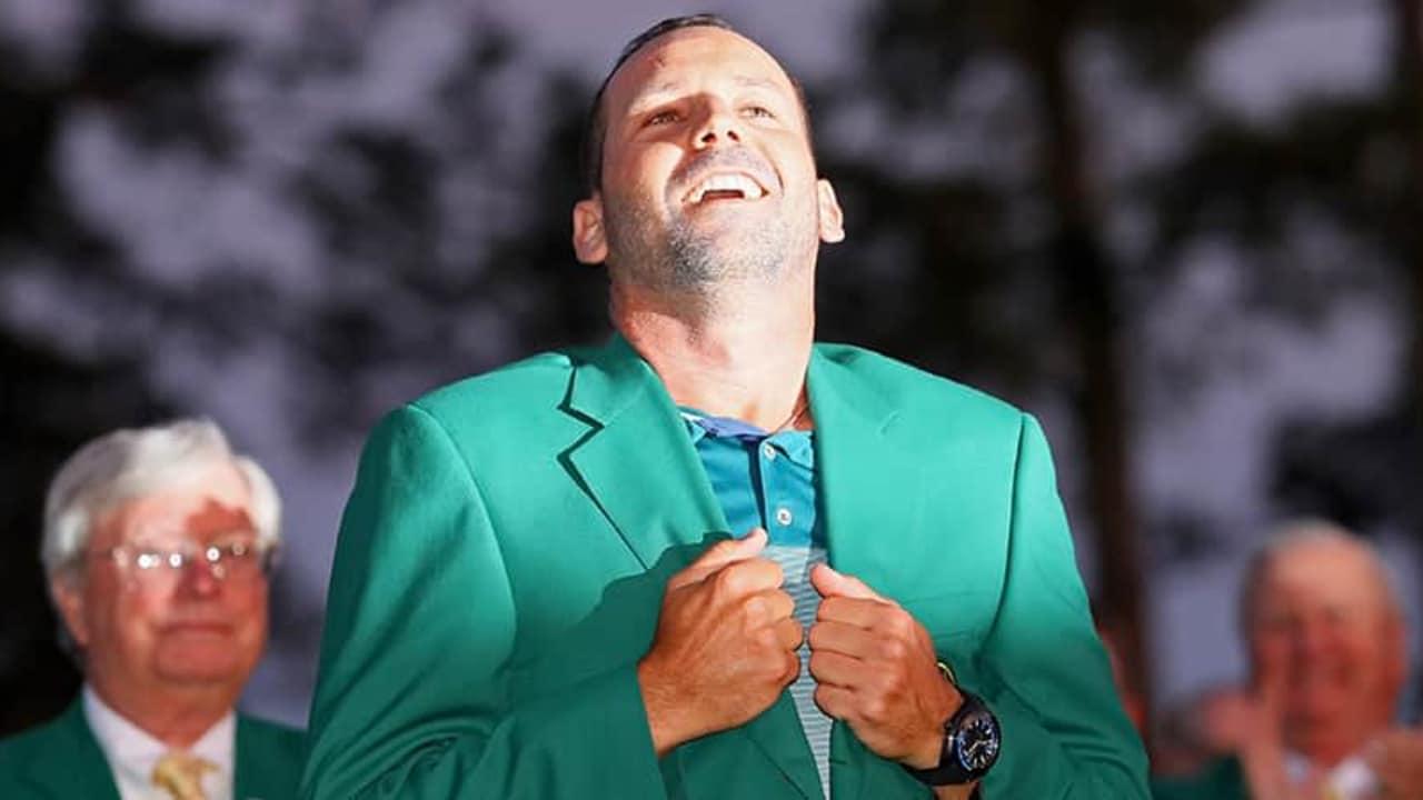 US Masters 2017 Sieger Sergio Garcia mit Green Jacket und Trophäe