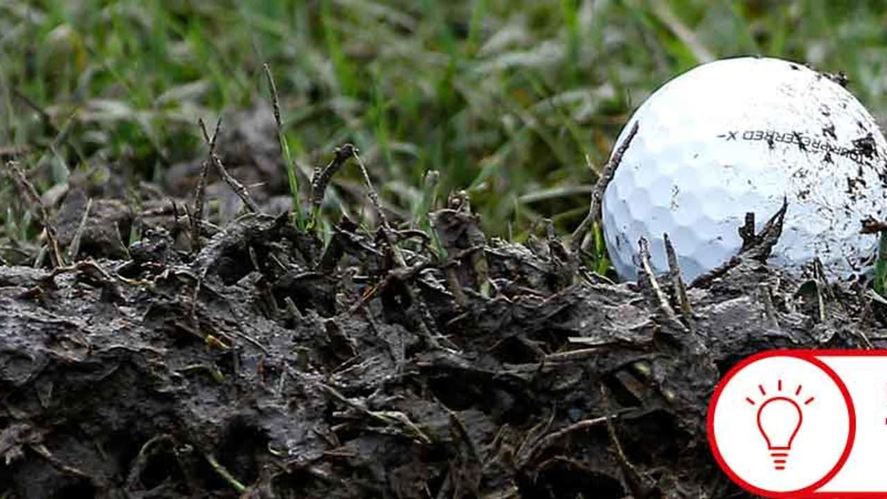 Liegt der Ball im Matsch, weiß man besser, was zu tun ist. (Foto: Getty)