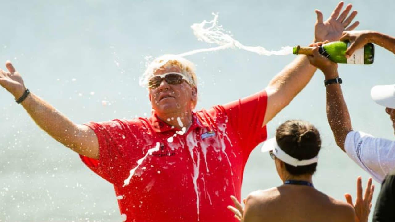 John Daly lässt sich nach seinem Sieg beim Insperity Invitational feiern. (Foto: Getty)