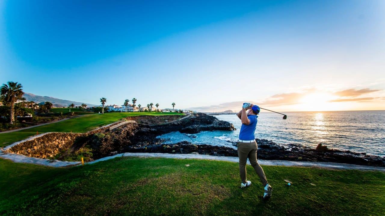 Auf Teneriffa bieten Golfplätze atemberaubende Blicke. (Foto: Amarilla Golf)