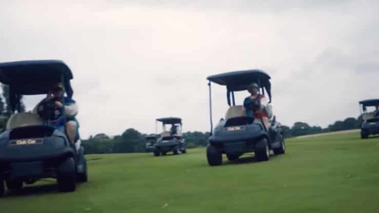 Die Bands Beatsteaks und Deichkind rocken in ihrem neuen Musikvideo den Golfplatz des GC Gut Kaden in Hamburg. (Foto: youtube.com)
