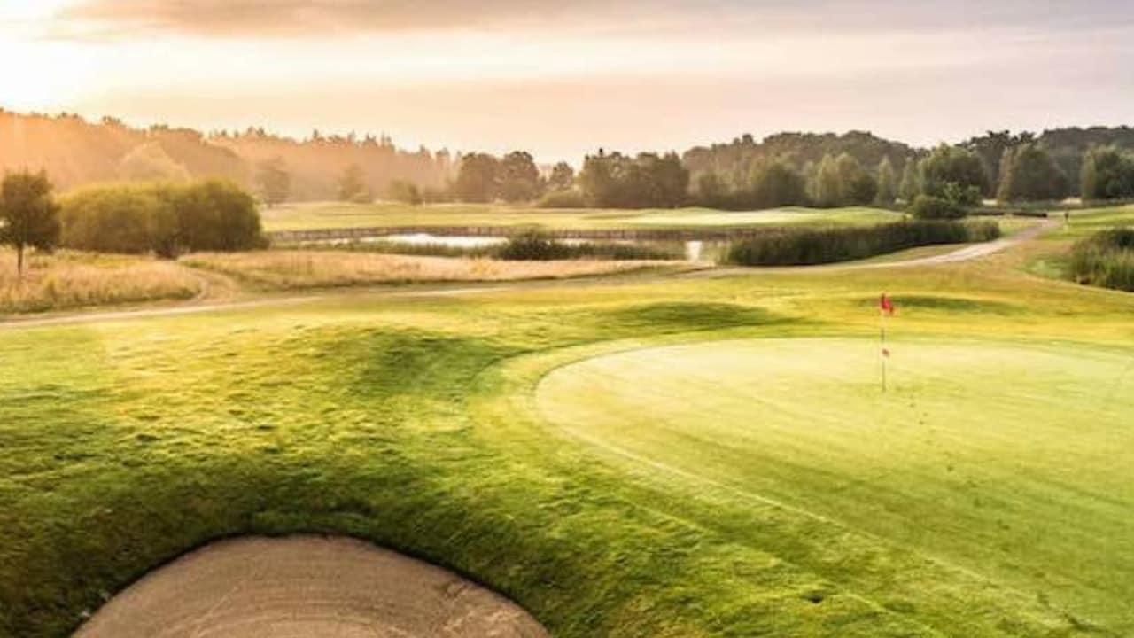 Der Schloss-Platz lädt zum Golf spielen (Foto: Golf Post)