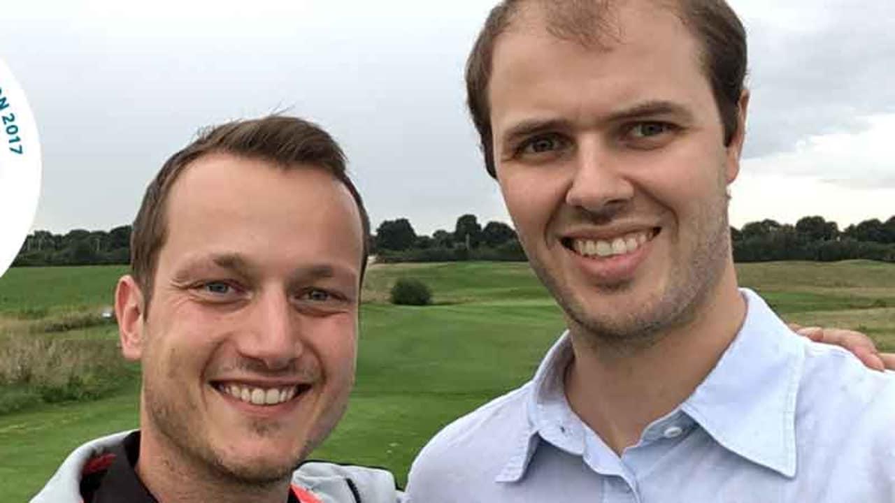 Golf Post Redakteur Tobias Hennig mit seinem Freund Miki beim Golfen im Rahmen der