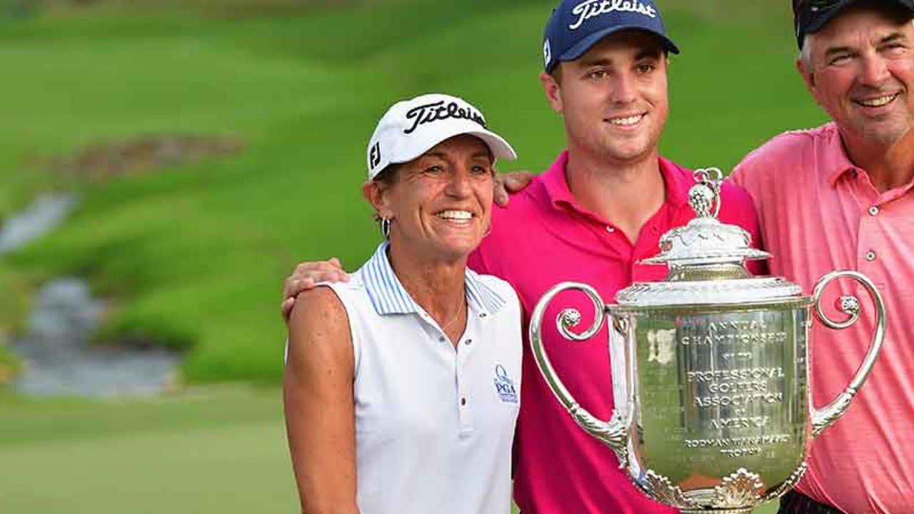 Justin Thomas Familie gehörte zu den ersten Gratulanten. (Foto: Getty)