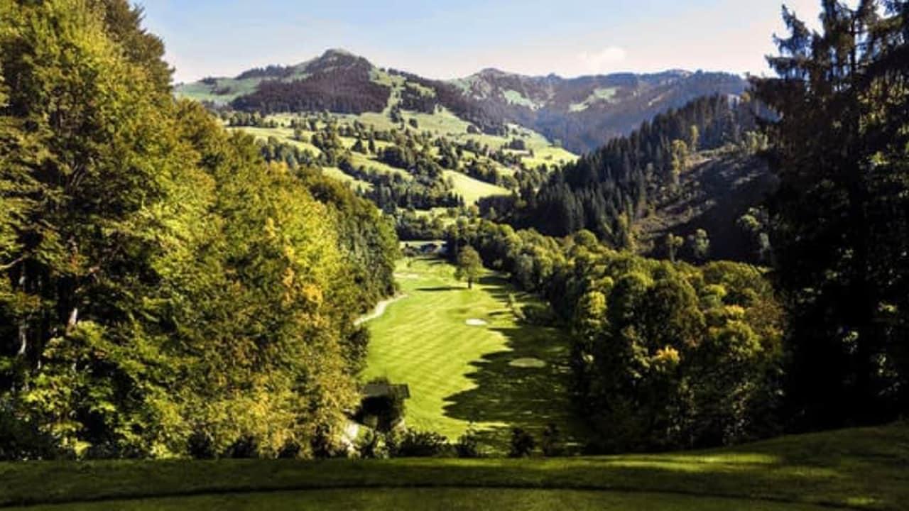 Nur einer von vielen Abschlägen mit traumhaftem Alpenpanorama. (Foto: Golf Eichenheim)