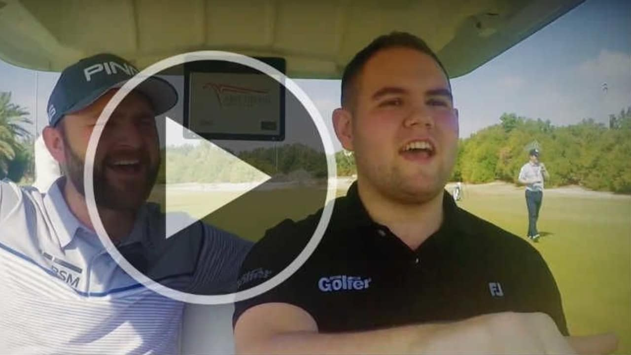 Andy Sullivan ist Fahrgast beim ersten Cartpool Karaoke. (Screenshot: Youtube/National Club Golfer)
