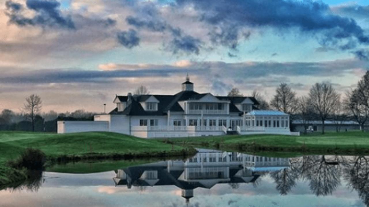 Clubhaus im amerikanischen Landhausstil im V-Golf St. Urbanus. (Foto: Instagram.com / eligopics)